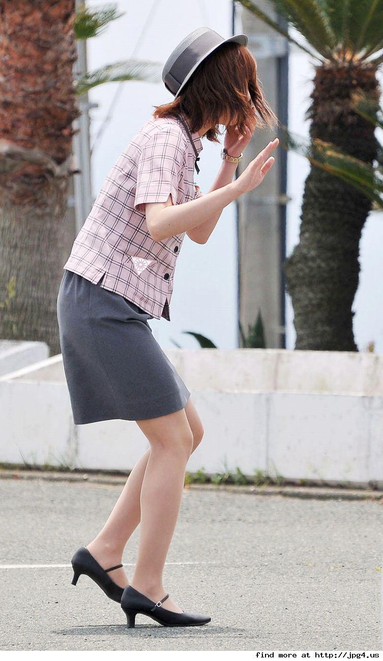 美脚バスガイドの巨尻ミニタイトスカートが素晴らしい15枚目