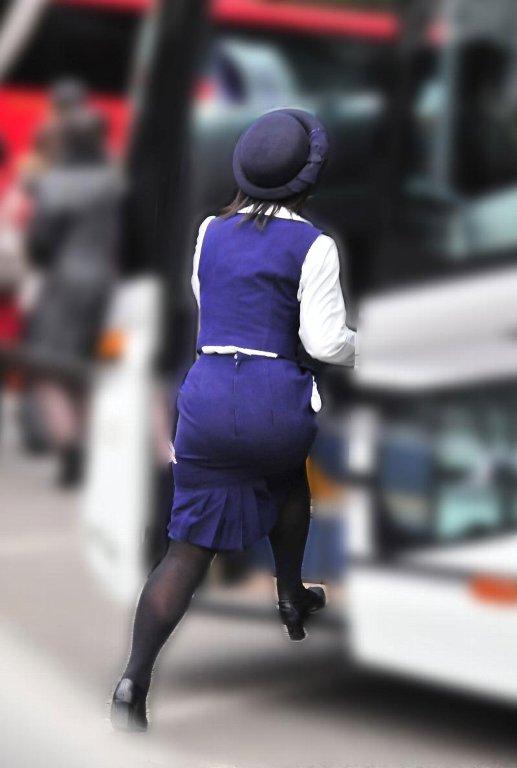 美脚バスガイドの巨尻ミニタイトスカートが素晴らしい16枚目