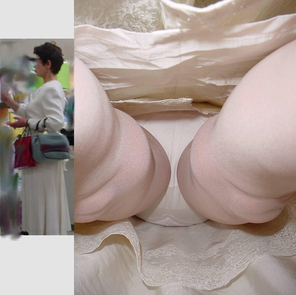 タイトスカートを逆さ撮りされた美脚OL11枚目