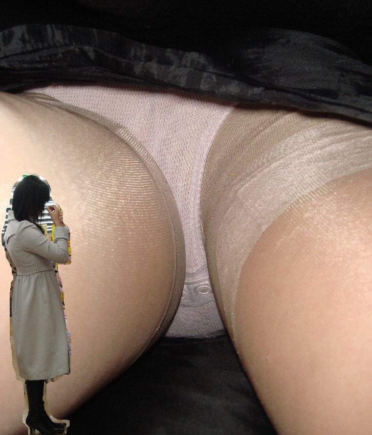 タイトスカートを逆さ撮りされた美脚OL15枚目