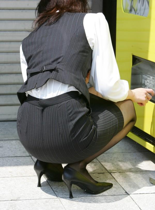桃尻タイトスカート美脚OLのバックショット15枚目