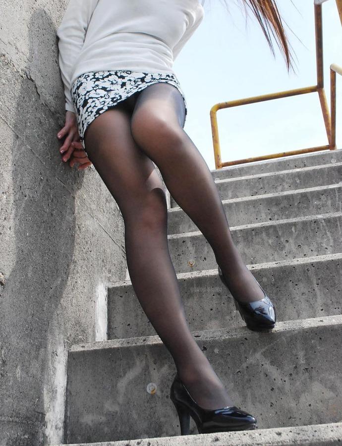 ミニもロングも素敵なタイトスカートOL美脚と美尻エロ画像9枚目