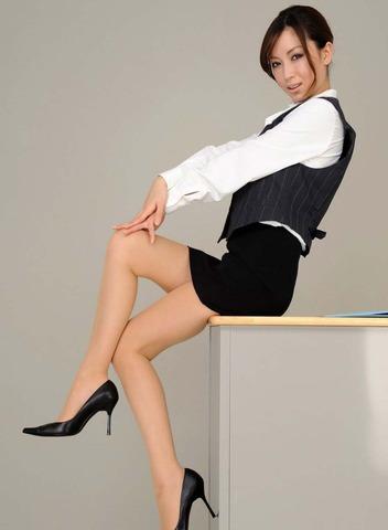 ミニもロングも素敵なタイトスカートOL美脚と美尻エロ画像10枚目