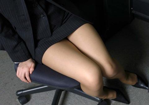ミニもロングも素敵なタイトスカートOL美脚と美尻エロ画像11枚目