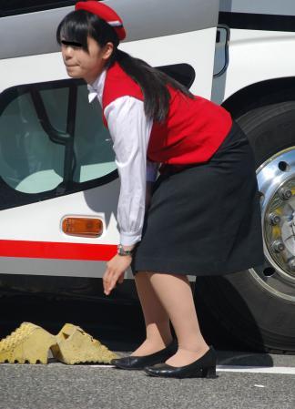 働くバスガイドにバス内でセックスするバスガイド13枚目