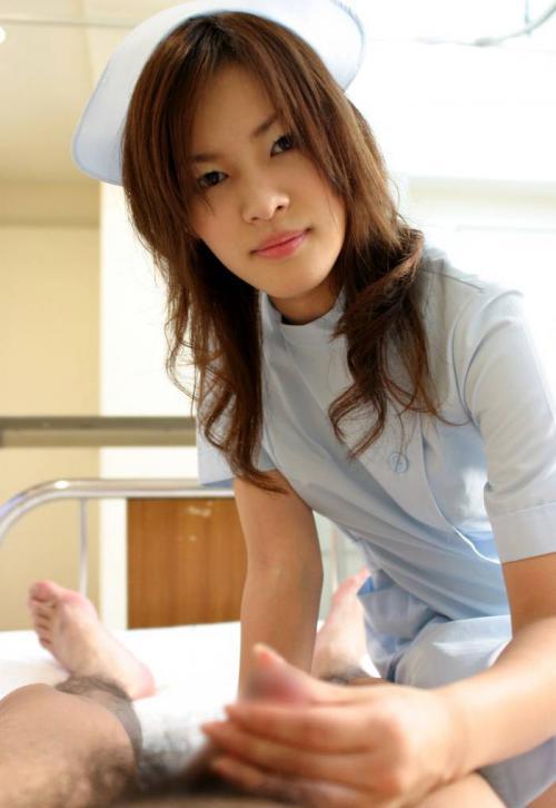 患者の無理難題にも笑顔で応える看護婦エロ画像9枚目