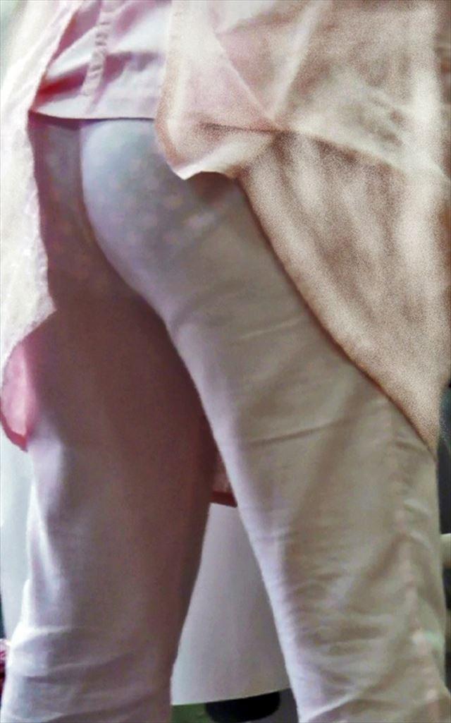 薄地のナース服で透けたパンティと浮き出たパンティライン7枚目