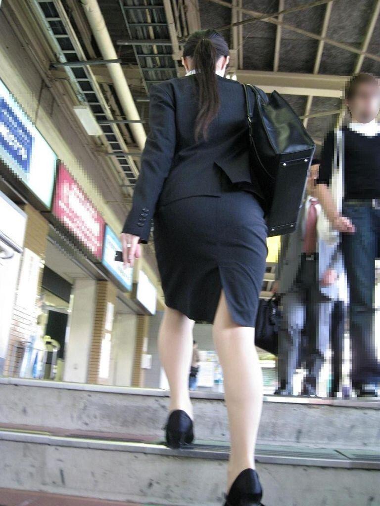 タイトスカートがピチピチのムチエロOLお姉さん8枚目