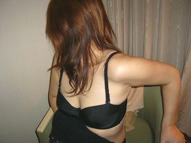お局熟女と不倫ホテルで熟々しいブラジャー姿エロ画像12枚目