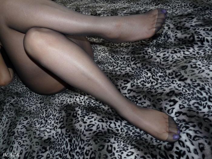 パンスト履いた脚がさらに美しく美脚お姉さん1枚目