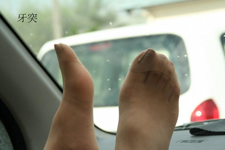 パンスト履いた脚がさらに美しく美脚お姉さんエロ画像15枚目