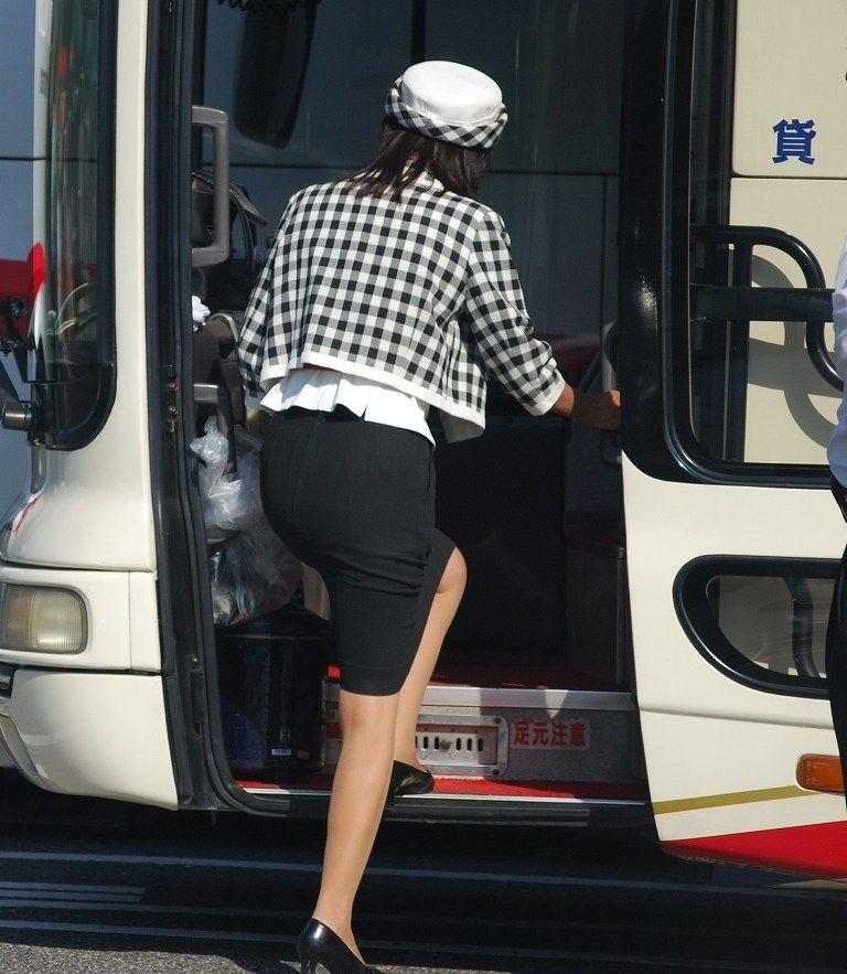 バスガイドのパンティラインが透けそうなタイトスカート尻7枚目