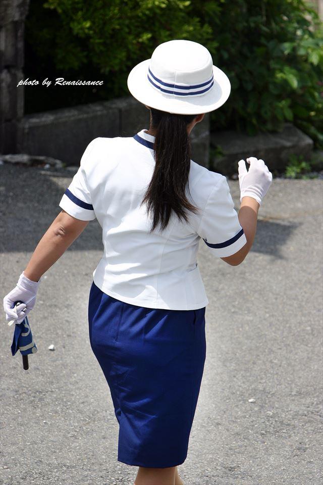 バスガイドのパンティラインが透けそうなタイトスカート尻11枚目