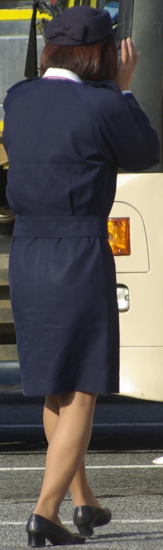 バスガイドのパンティラインが透けそうなタイトスカート尻12枚目