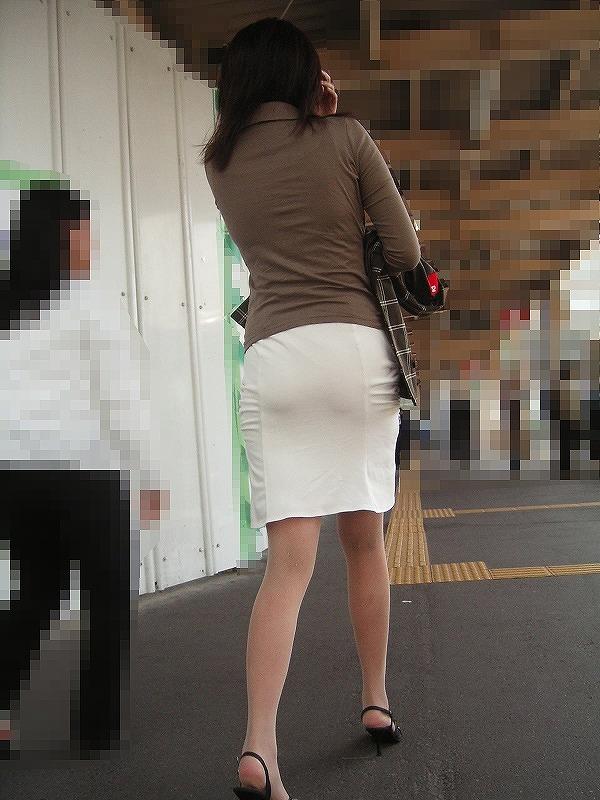 白タイトスカートパンティ透けそうなプリ尻2枚目