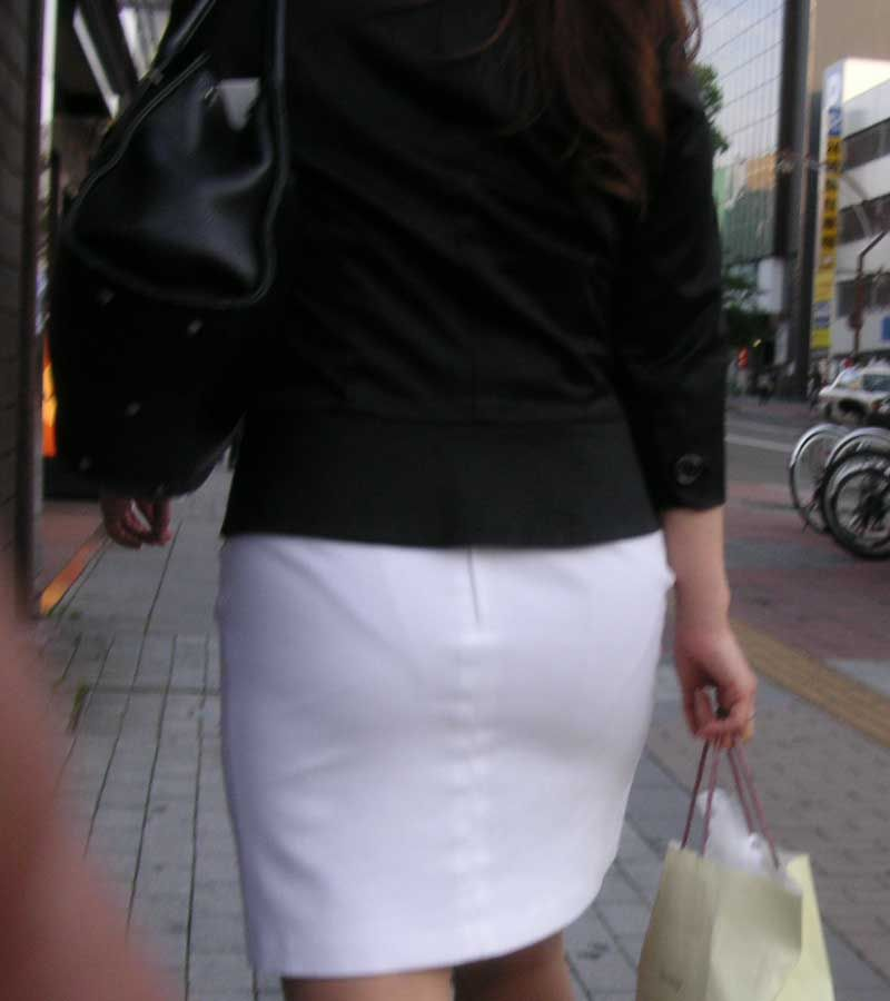 白タイトスカートパンティ透けそうなプリ尻11枚目