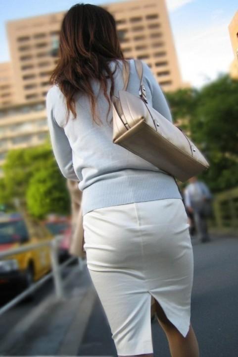 白タイトスカートパンティ透けそうなプリ尻13枚目