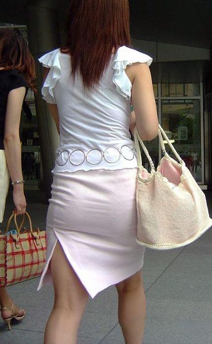 白タイトスカートパンティ透けそうなプリ尻のエロ画像14枚目