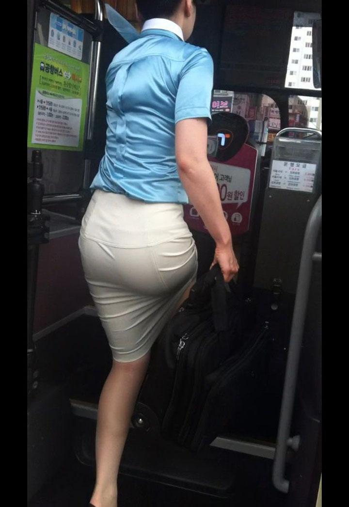セクシーお尻のタイトスカートOLのフェチ画像6枚目
