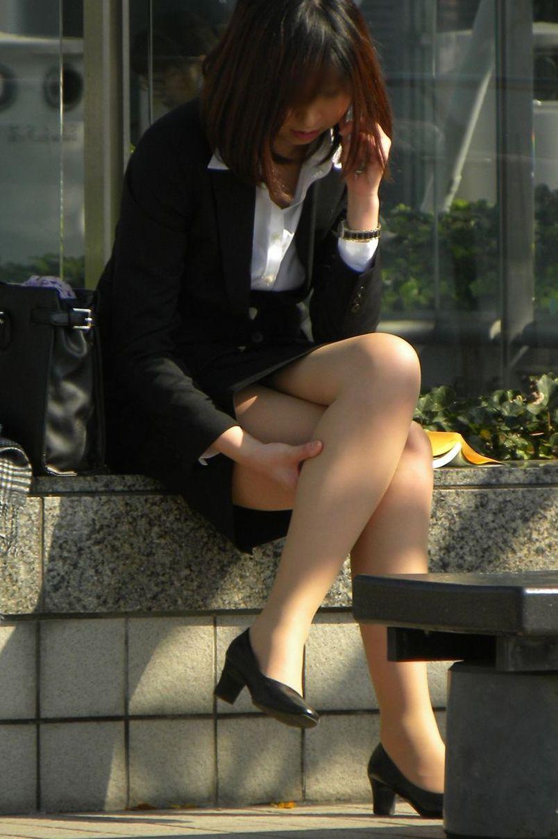 セクシーお尻のタイトスカートOLのフェチ画像14枚目
