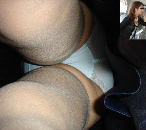 スカートの中を覗くは男のロマン逆さ撮りエロ画像2枚目