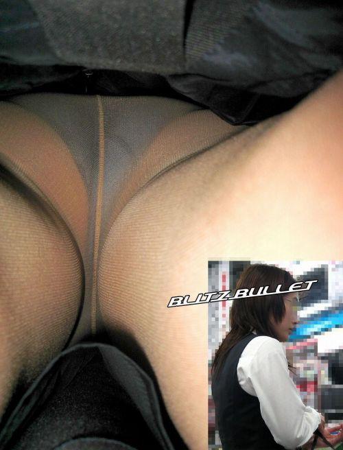 スカートの中を覗くは男のロマン逆さ撮りエロ画像15枚目