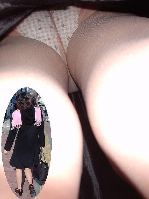 職人が暴くOLお姉さんのスカートの中逆さ撮り11枚目
