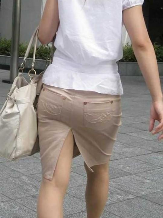 スリットもベンツもタイトスカート美脚OLエロ画像15枚目