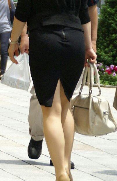 スリットもベンツもタイトスカート美脚OLエロ画像16枚目