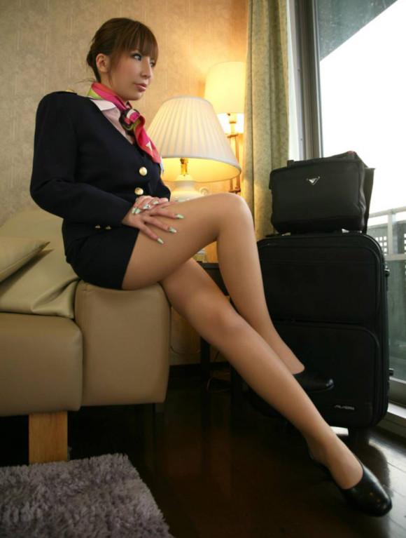 スチュワーデスがホテルの部屋での淫乱行為エロ画像1枚目
