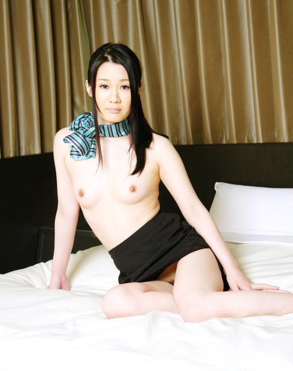 スチュワーデスがホテルの部屋での淫乱行為エロ画像7枚目