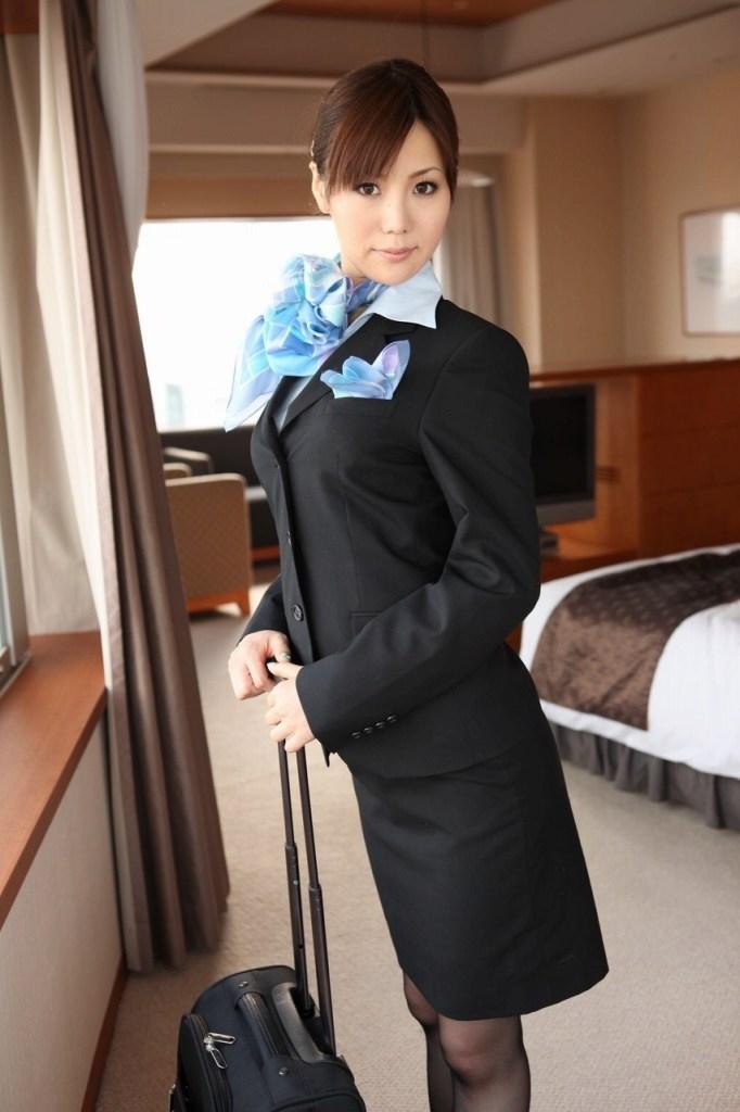スチュワーデスがホテルの部屋での淫乱行為エロ画像11枚目