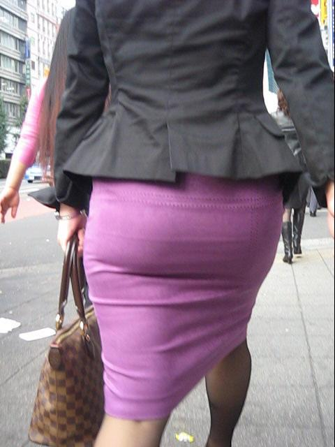 OLタイトスカート透けパンティライン画像3枚目