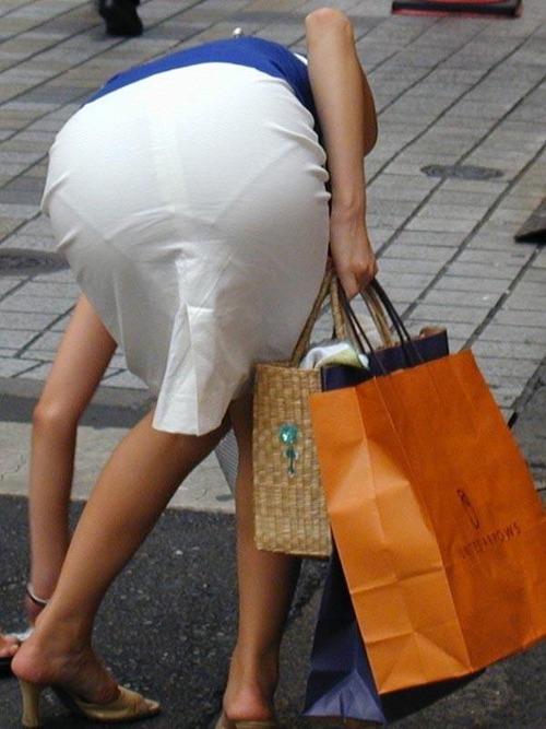 OLタイトスカート透けパンティライン画像6枚目