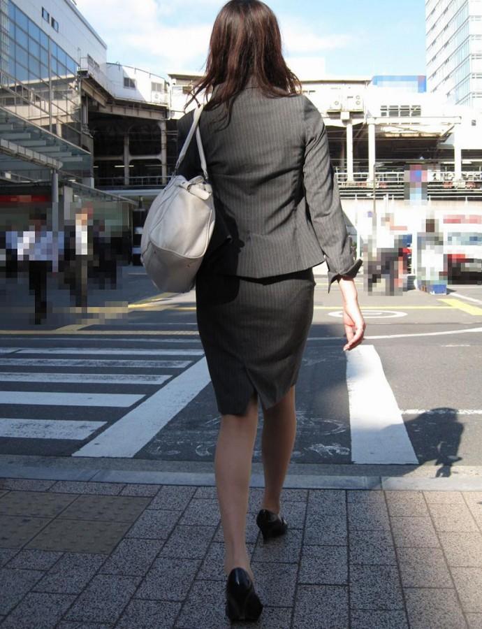 OLタイトスカート透けパンティライン画像10枚目