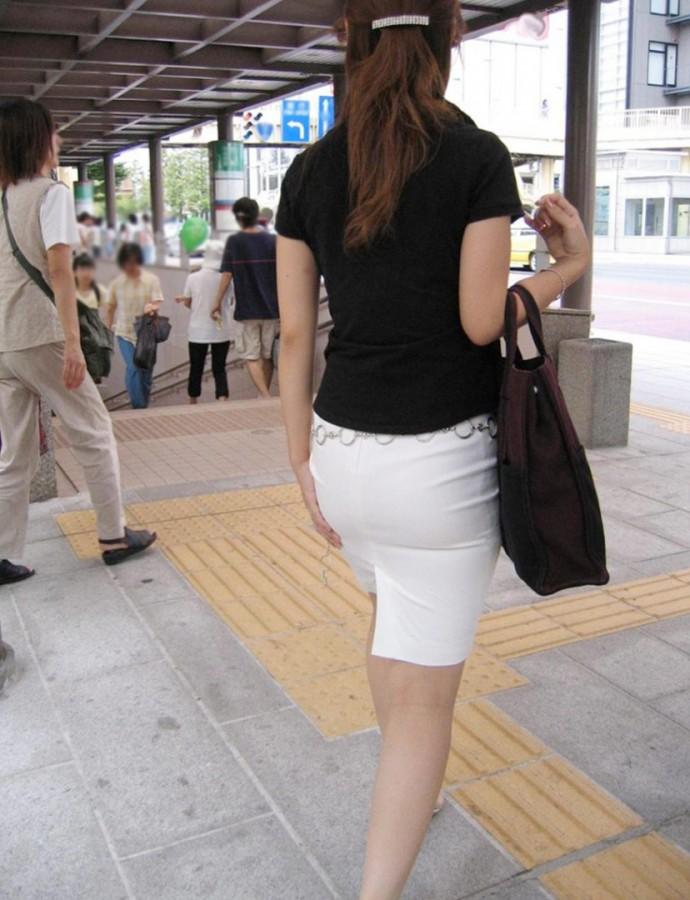 OLタイトスカート透けパンティライン画像12枚目