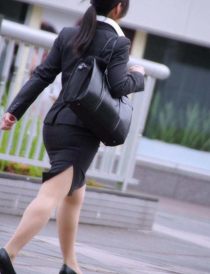 OLタイトスカート透けパンティライン画像13枚目