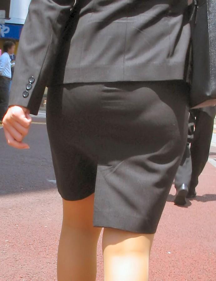 OLタイトスカート透けパンティライン画像15枚目