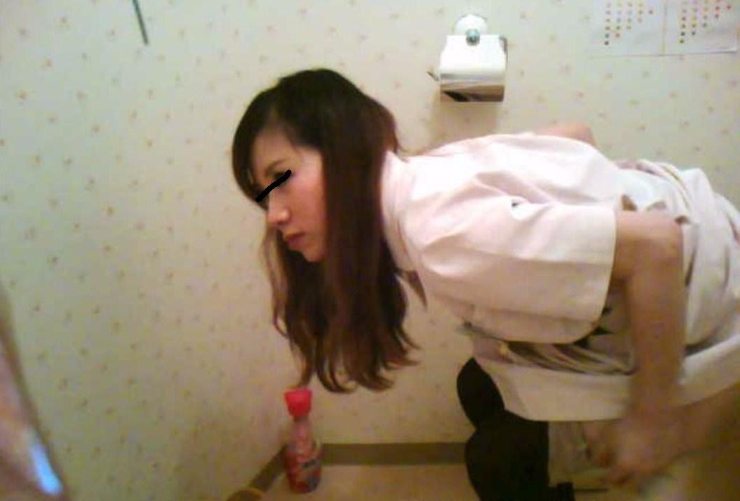 病院内のトイレや仕事中のナースを盗撮した画像5枚目