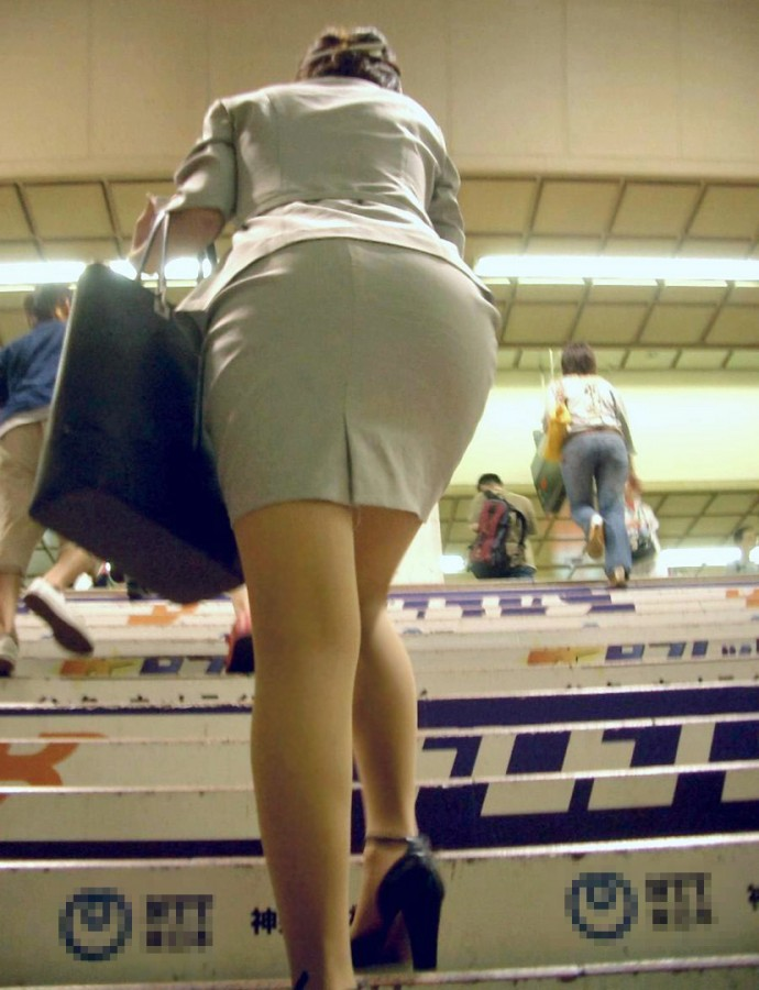 街撮りOLタイトスカート尻の形に一目惚れ画像1枚目