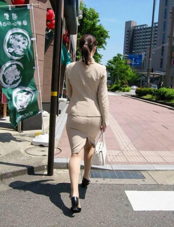 街撮りOLタイトスカート尻の形に一目惚れ画像4枚目