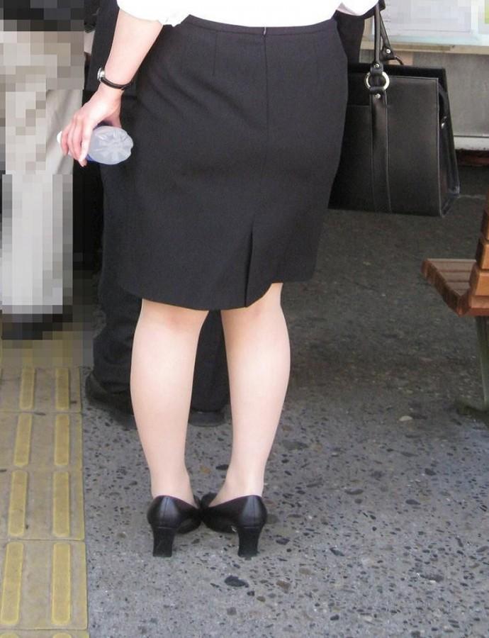 街撮りOLタイトスカート尻の形に一目惚れ画像11枚目