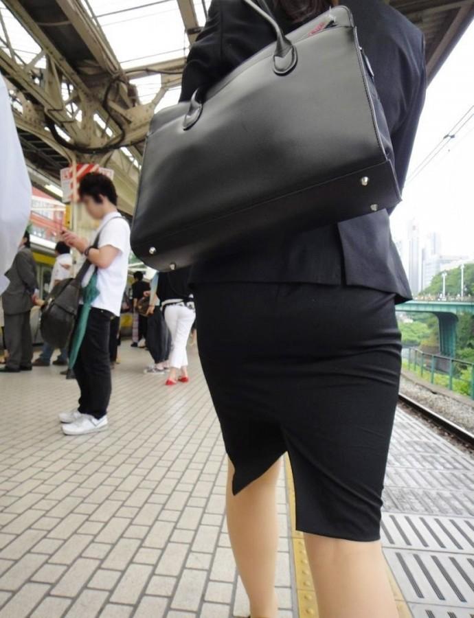 街撮りOLタイトスカート尻の形に一目惚れ画像14枚目