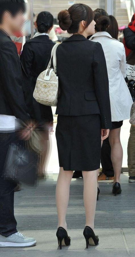 OLのブレザーとタイトスカート姿にフェチを感じるエロ画像8枚目