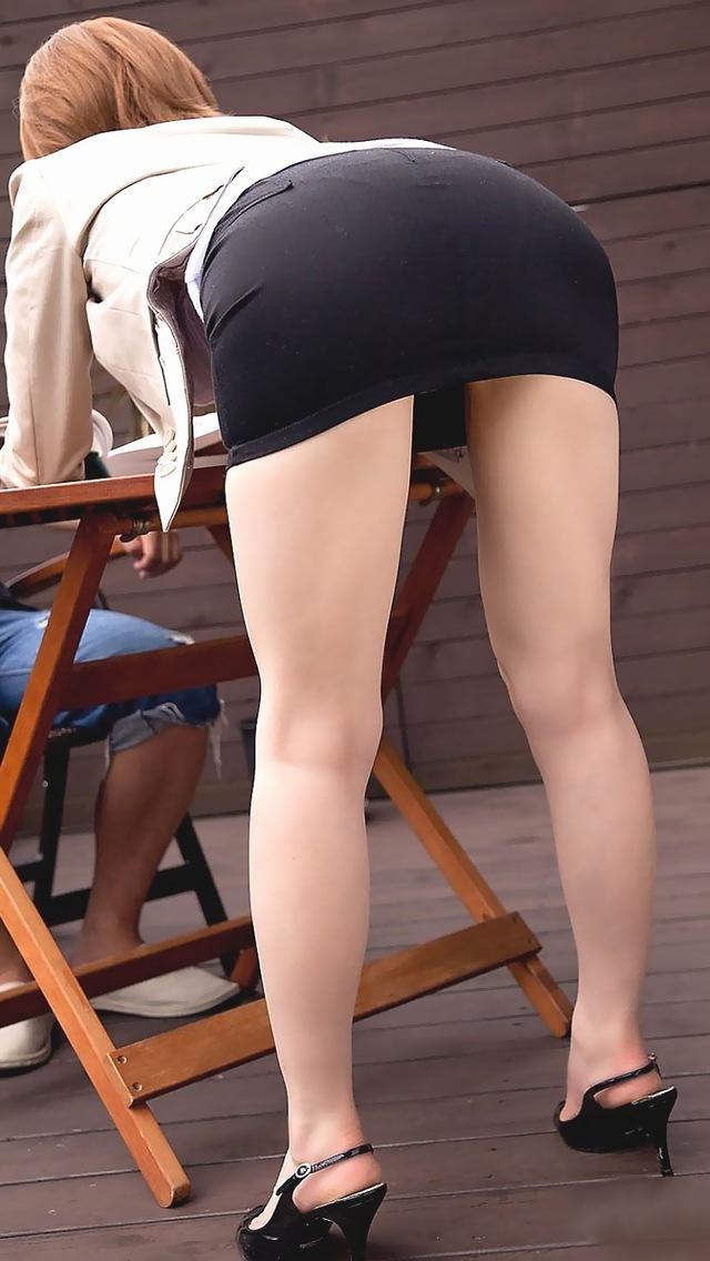 ギャルOLの私服ミニスカ素足ピチピチ美脚画像7枚目