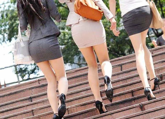 歩くタイトスカート尻OLお姉さんを街撮り盗撮のエロ画像14枚目