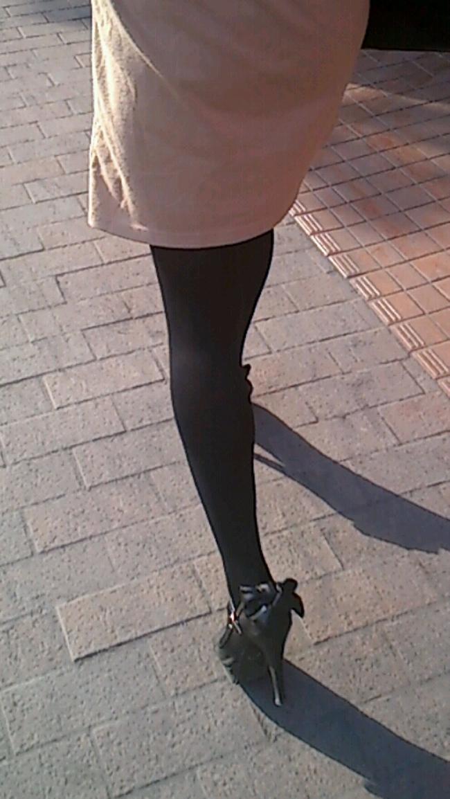 OLタイトスカート尻パンチラ透けパン太ももエロフェチ画像8枚目