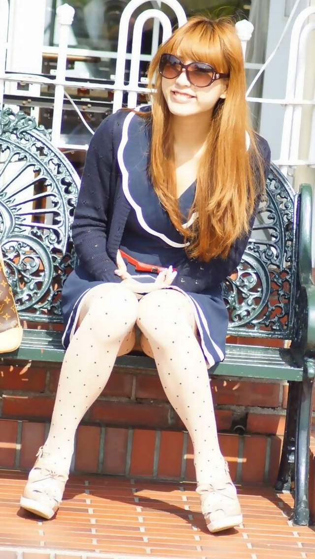 舐め回したいスベスベ美脚のお姉さん画像2枚目