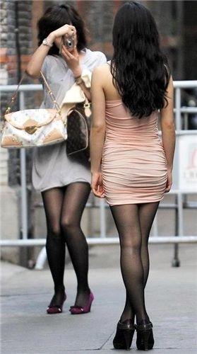 スレンダー美人お姉さんの舐め上げたい太ももエロ画像10枚目