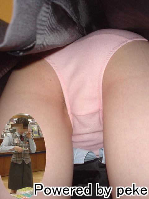 タイトスカートのお姉さん逆さ撮りエロ画像1枚目